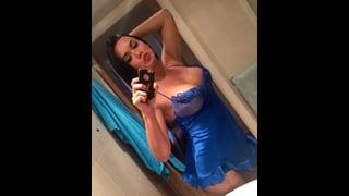 Bianka Nascimento Si Fa Un Selfie In Bagno