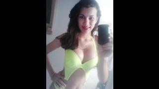 Larissa Bertucci Si Fa Un Selfie