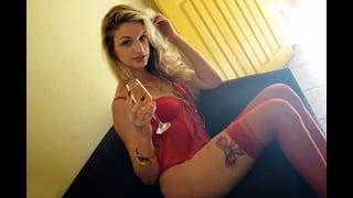 Trans bionda Nanda Molinari molto sexy