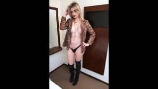Nanda Molinari in posa sexy