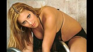 Trans Sensuale Patricia Bismark Posa In Bikini