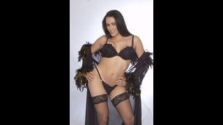 Suzi Gleyce In Sexy Lingerie E Vestaglia