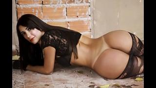 Thalya Brazil Stesa Con Culo Nudo