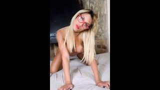 Ariella Shamless In Posa Sexy
