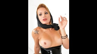 Evelin Rangel Sexy Trans Fuma Con Tette Nude