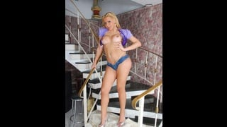 Lara Gaucha In Posa Con Tette Nude