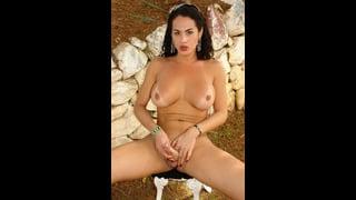 Rabeche Rayalla Si Masturba Nuda