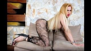Trans Bionda Mirela Abelha In Posa Sexy