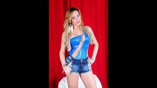 Trans Mirela Abelha In Posa In Top Blu