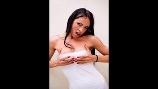 Sexy Trans Sheron Fox In Abito Bianco