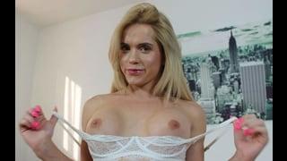 Sasha Shatalova Fa Vedere Le Tette Nude