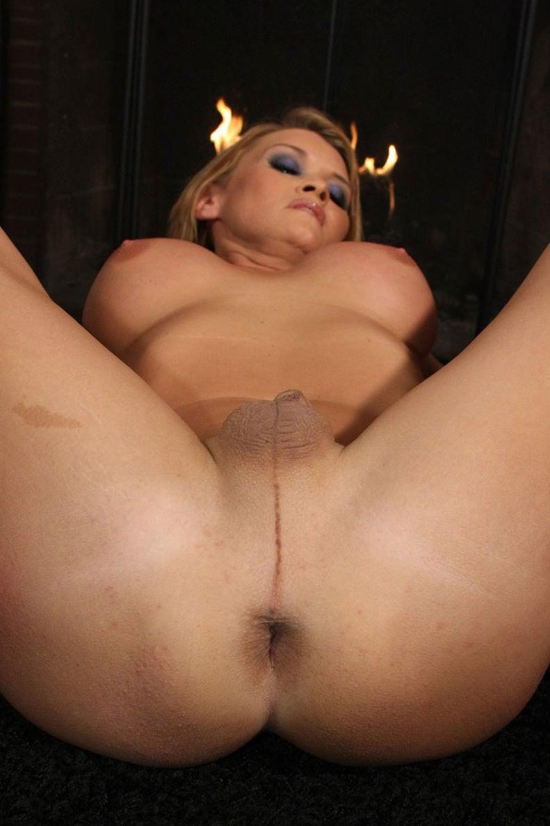 Shemale Astrid Shay Nuda Fa Vedere Il Buco Del Culo