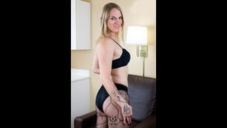 Tgirl Lusinda Devine Posa In Sexy Lingerie