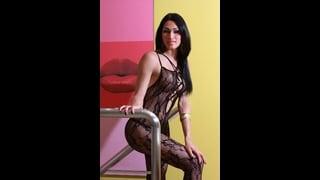 Trans Renata Tavares Indossa Una Sexy Tutina Di Pizzo