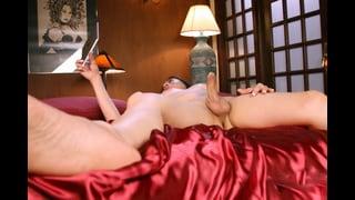 Shemale Amanda Jade A Letto Nuda Con Cazzo Duro
