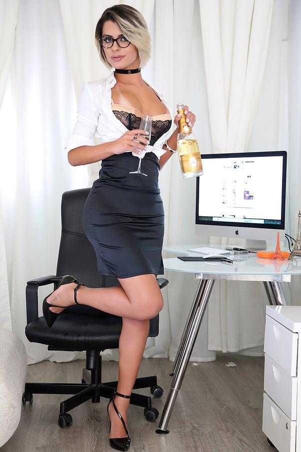 Sexy Trans Marina Ambrosio In Ufficio