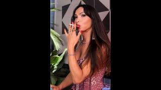 Ts Carla Abiazzi Fuma Una Sigaretta