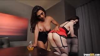 Eva Lin e Jessie Dubai giocano insieme
