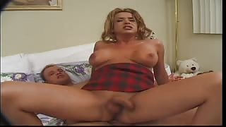 Video porno amatoriale trans Gia Darling!