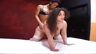 La mamma e il figlio transessuale!video porno trans italiano.