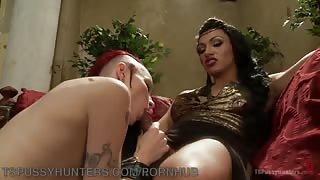 Mistress trans Jessy Dubai e la sua schiava