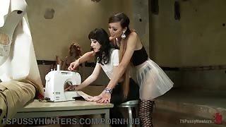 Venus Lux transex insegna come si scopa