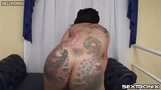 Sexy Penelope Jolie fa spettacolino porno