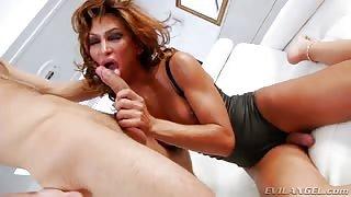 Gladys Adriane si fa scopare da Max
