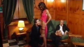 Threesome con transex latina molto calda
