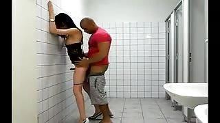 Sesso in bagni pubblici!Porno amatoriale