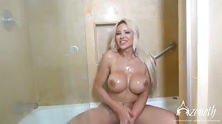 Azeneth Sabrok si fa una sexy doccia!
