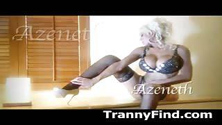 La trans Azeneth Sabrok in lingerie provocante