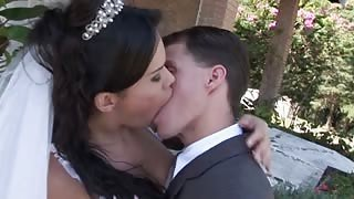 Sposa transex Labelly in sesso outdoor