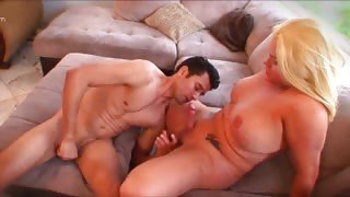 Video sesso amatoriale con la vogliosa tranny Holly Sweet