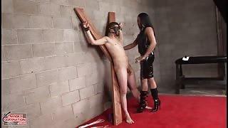 Mistress Gabrielle punisce un giovane ragazzo
