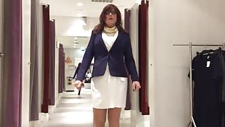 Crossdresser esibizionista fa shopping