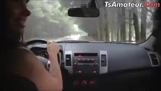 Tranny latina fa sesso in auto