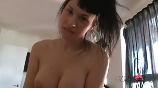 Sexy trans Bailey Jay in azione