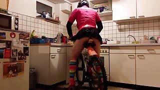 Un Travestito e la sua bicicletta porno