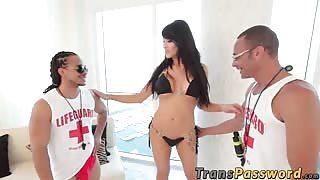 2 cazzi giganti per la trans Eva Lin!