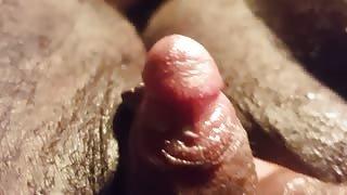 Peloso FTM si masturba