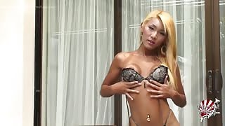 Ladyboy giapponese in solitaria