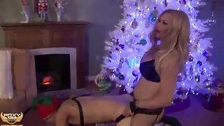 Sesso anale sotto l'albero di Natale