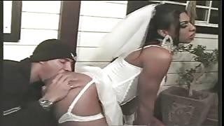 Sposa trans tradisce la prima notte di nozze