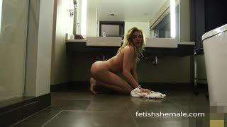 Ts Jenna Tales nuda in bagno