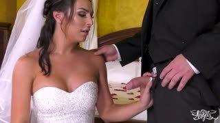 Chael Santini si sposa e scopa subito