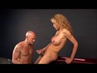 5b1f6d6058880-gia-darling-pornostar-trans-dominazione-di-uno-schiavo_10