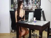 5b1f6d6054821-fantastica-studentessa-trans-mora-sega-il-suo-enorme-cazzone_2