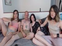 5b6d840935564-group-sex-webcam_8