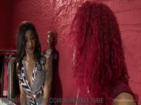 5be54e1e61f3e-diva-gives-designer-a-foot-job-salina-samone_2
